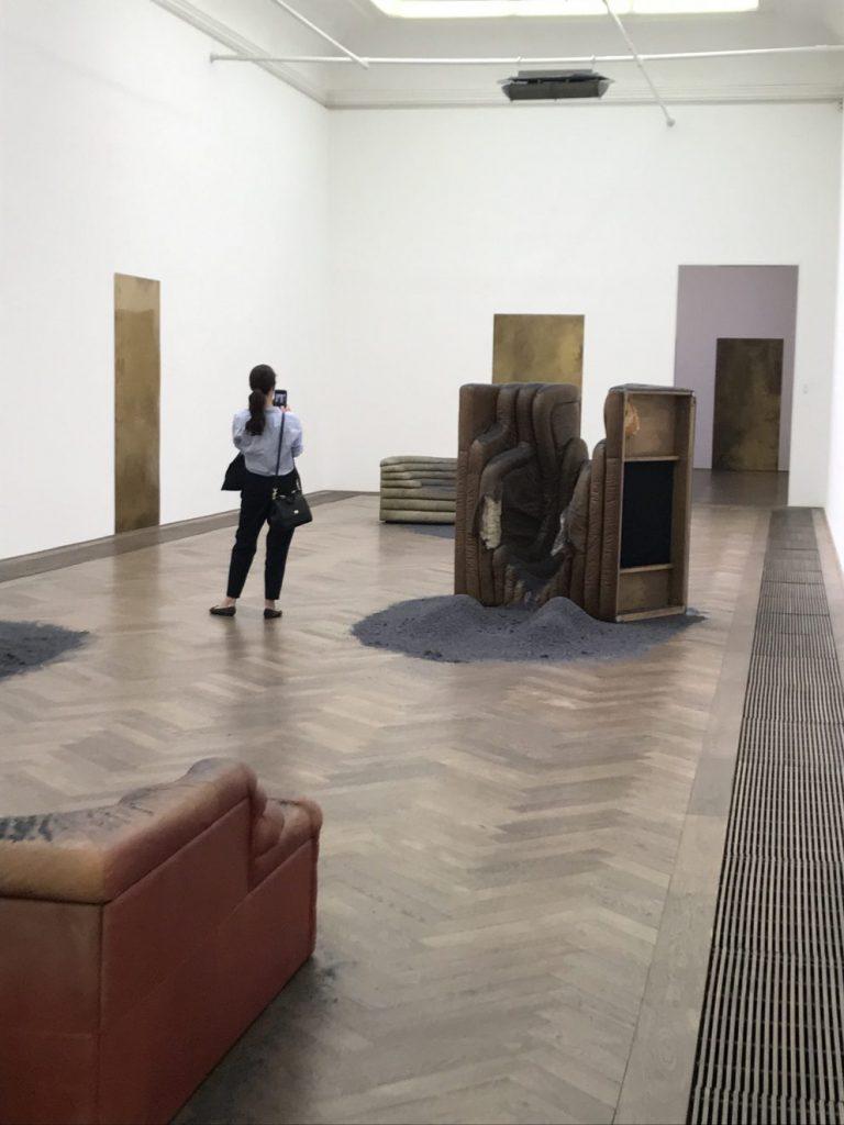 I AM GONG. Dora Budor at Kunsthalle Basel
